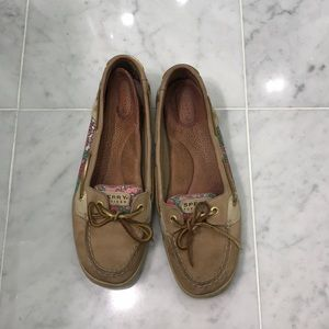 Pretty sperrys size 10